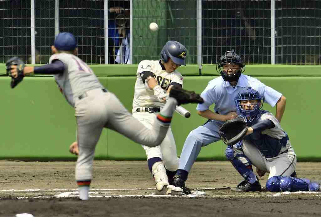 【八学光星―工大一】1回光星1死、足立悠哉が右越えに先制の本塁打を放つ。捕手円子湧士=長根