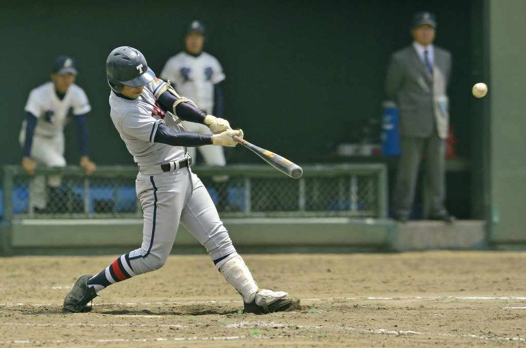【弘学聖愛―田子】8回田子2死一、二塁、大村悠樹が中越えに2点適時二塁打を放ち、7―5と勝ち越す=弘前はるか夢