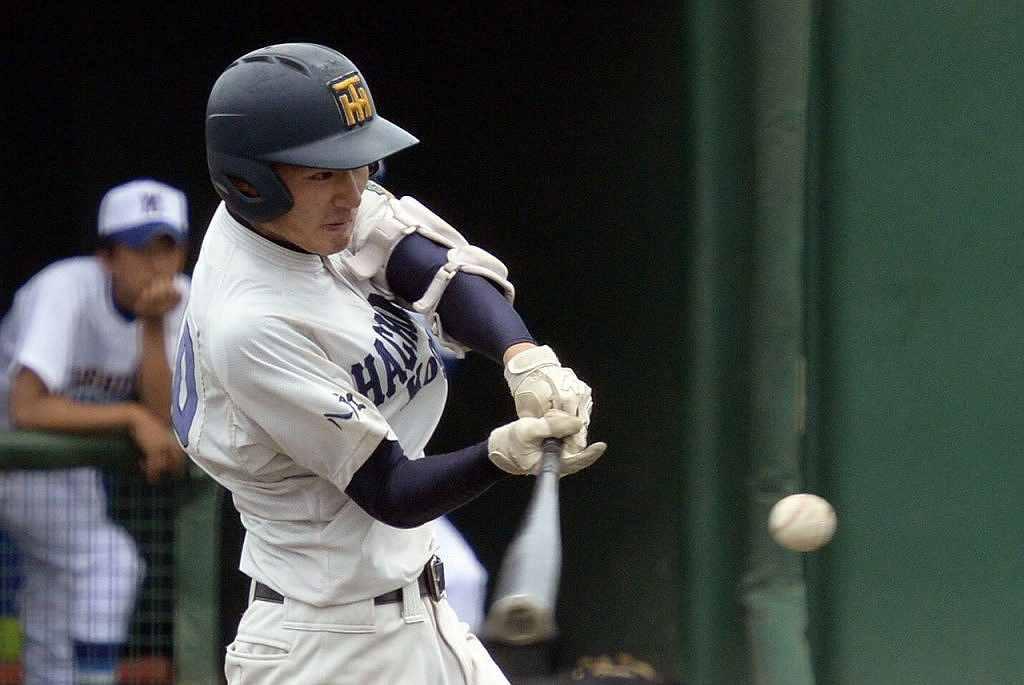 【八戸工-柏農】7回八戸工2死一塁、村井慎人が左越え適時二塁打を放ち1点を返し1-8とする=六戸メイプル