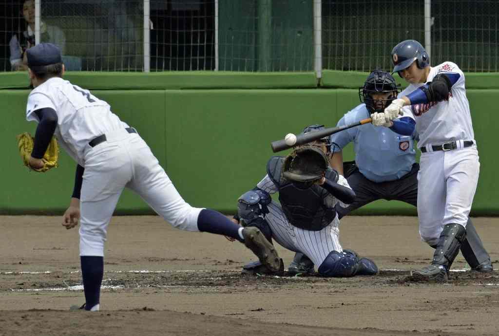 【鶴田・金木―大湊】初回大湊1死一、三塁、中山翼が左前打を放ち、先制する=長根