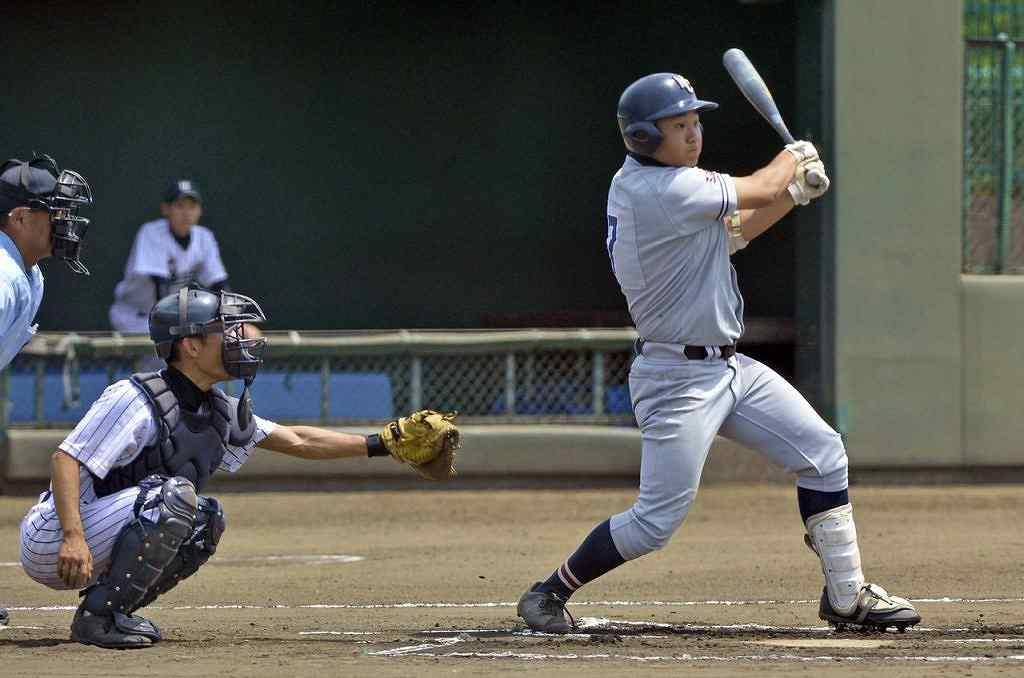 【三沢商―鶴田】1回三沢商2死二塁、森田亮が右越え三塁打を放ち先制=はるか夢