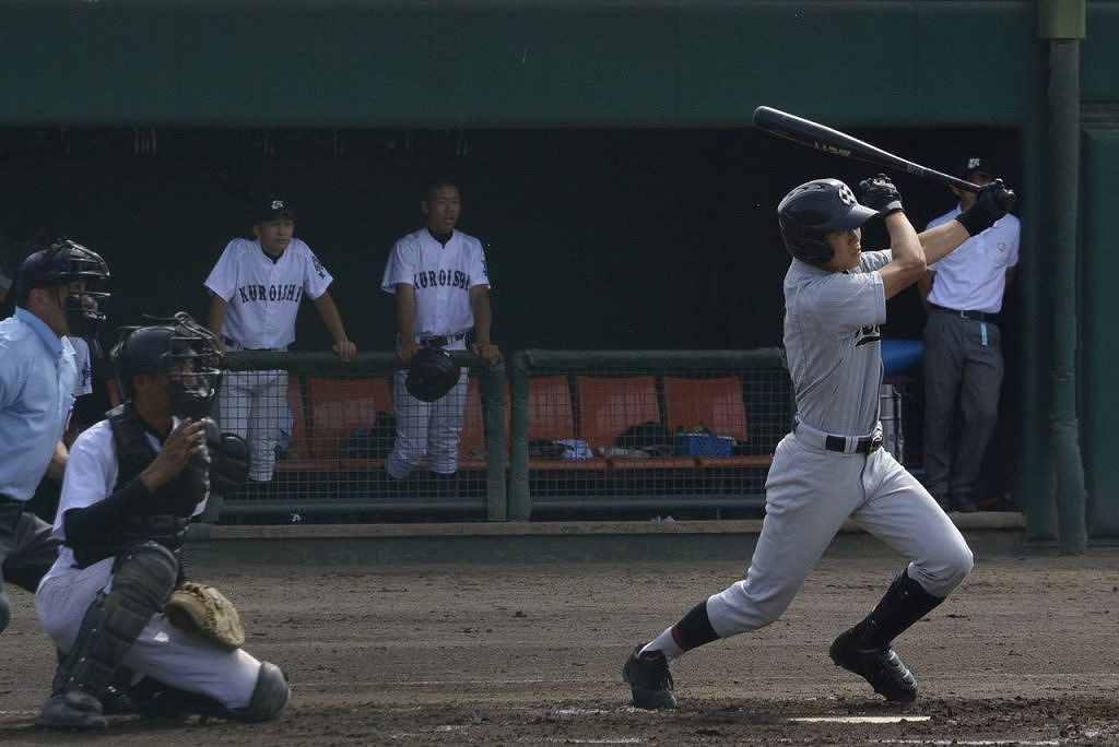 【黒石―八学野西】1回野西1死二、三塁、山田義久が2点適時二塁打を放ち、3―0とする=メイプル