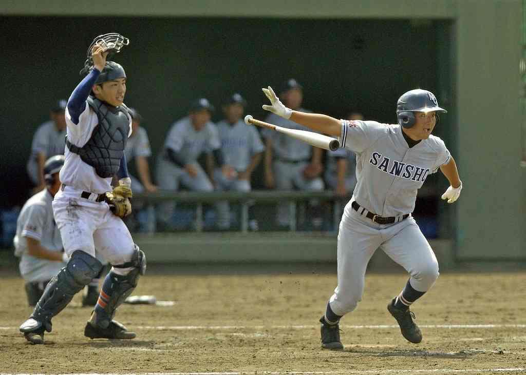【大湊―三沢商】3回三沢商2死二塁、畑山智維が右翼線に二塁打を放ち、4―3と勝ち越す=はるか夢