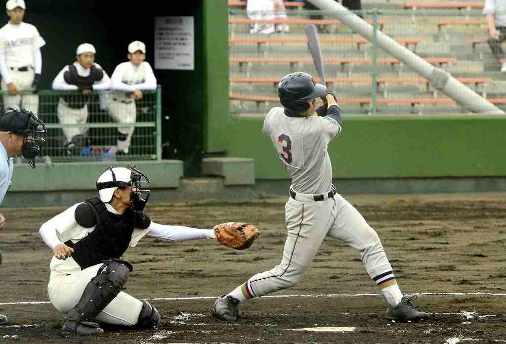 【工大一―八戸】1回工大一1死二、三塁、渡邊駿介が左前に2点適時打を放ち、3―0とする=長根