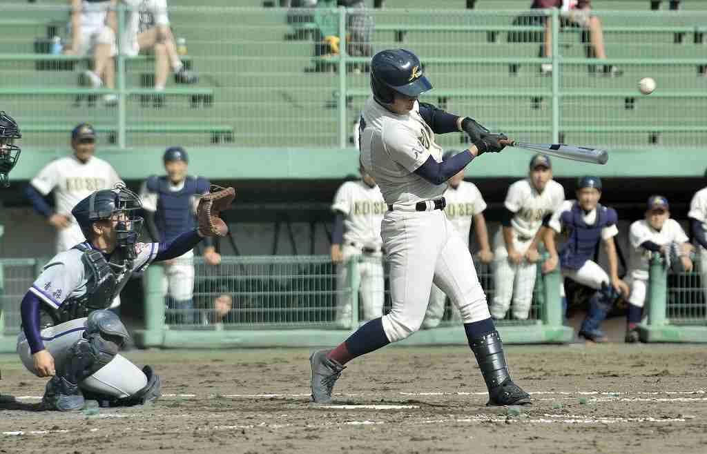 【青森東―八学光星】2回光星1死一塁、益田敦成が左越えに2点本塁打を放ち、8―0とする=県営