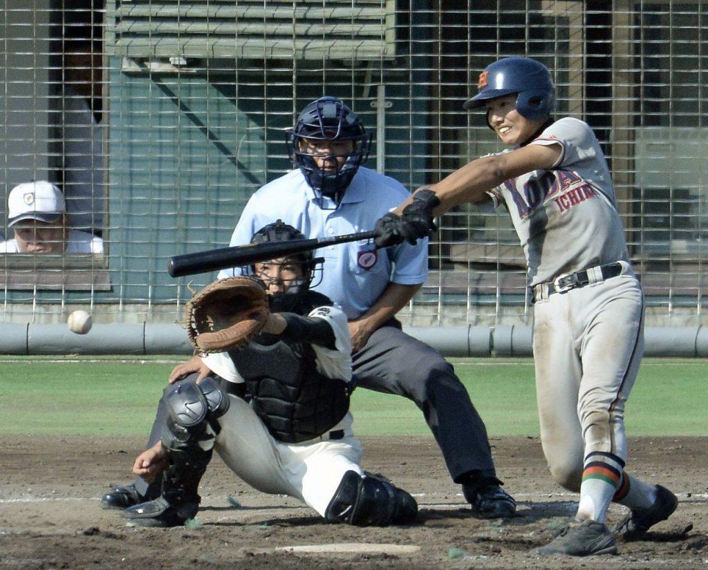 【青森北―工大一】7回工大一1死二、三塁、工藤晴貴が右中間に2点適時二塁打を放ち、5―2とする