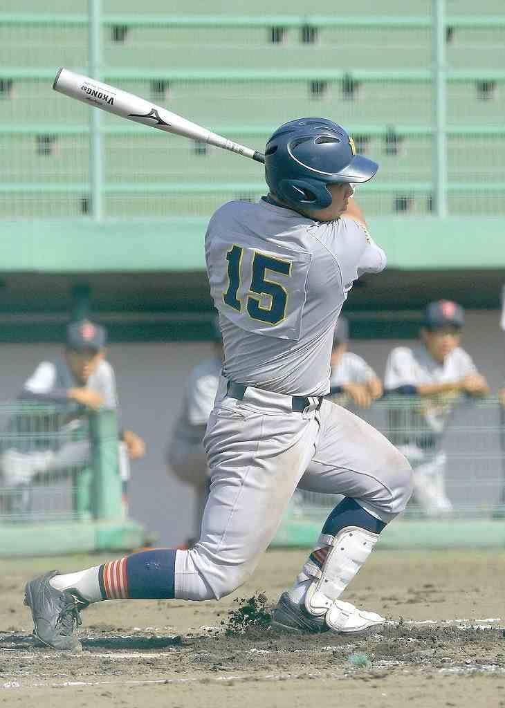【青森―八学光星】8回光星無死三塁、長南佳洋が中越え三塁打を放ち、7―6と勝ち越す=はるか夢