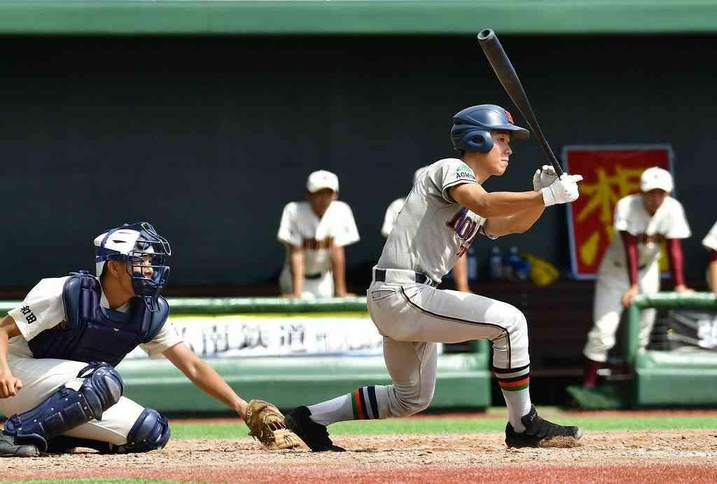 【工大一―三本木】5回工大一2死一塁、小野寺洋人の適時二塁打で3―0と点差を広げる=はるか夢