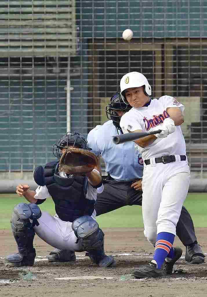 【大湊―五所商】3回大湊1死一塁、天内大地の2点本塁打で3―4と追い上げる=青森県営
